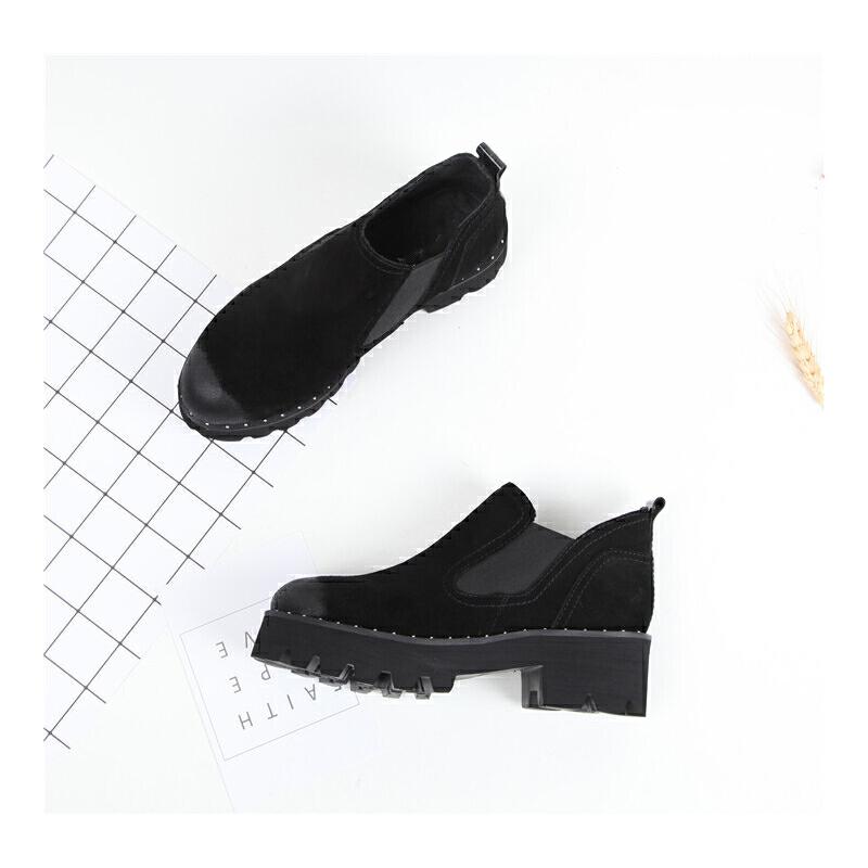 176 圆头厚底套脚切尔西 粗跟女短靴 发货周期:一般在付款后2-90天左右发货,具体发货时间请以与客服协商的时间为准