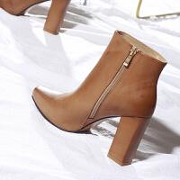 卡其色靴子女冬超高跟短靴女内防水台卡其色方头粗跟马丁靴及踝靴子 TBP