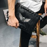 韩版男女士新款手腕包 皮质铆钉鬼头翅手拿包 休闲街头iPad单肩包