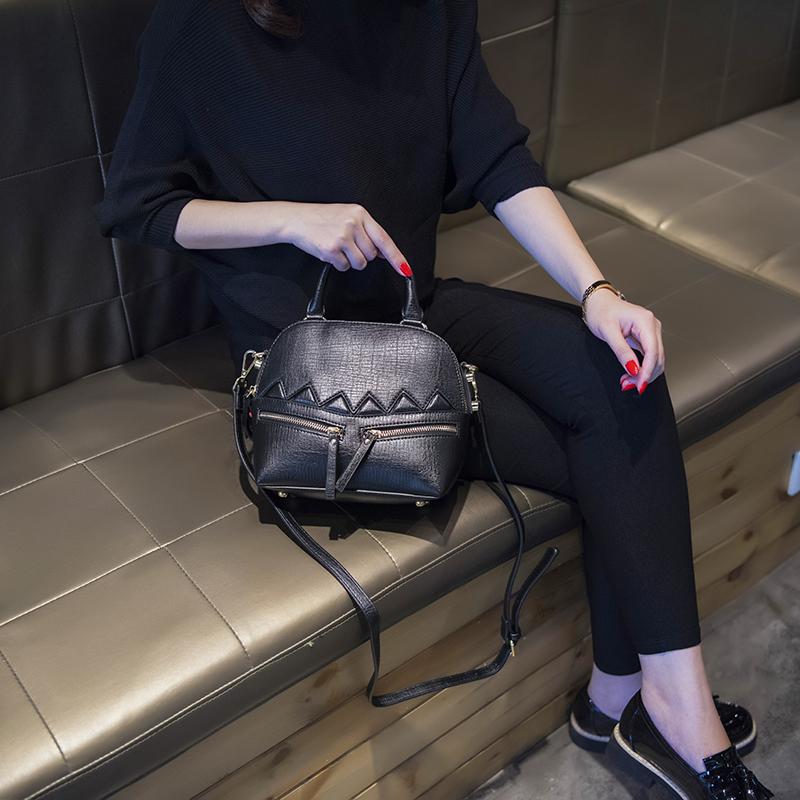 2018新款韩版贝壳包潮流手提女包时尚小包包单肩包百搭复古斜挎包SN6470 发货周期:一般在付款后2-90天左右发货,具体发货时间请以与客服协商的时间为准