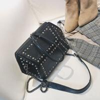 包包女新款韩版铆钉时尚女包百搭贝壳手提包链条单肩包斜挎包