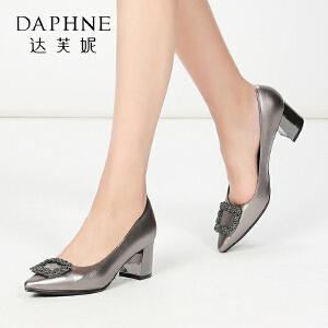 Daphne/达芙妮 秋方扣水钻舒适方跟知性尖头浅口女单鞋