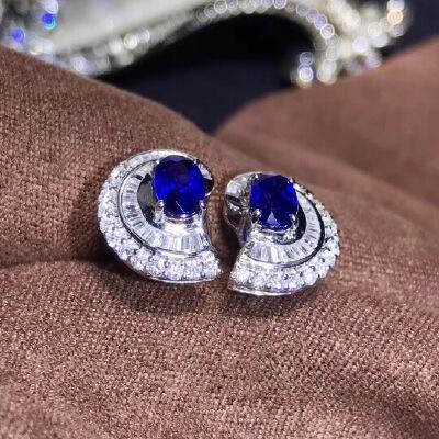豪华款斯里兰卡蓝宝石耳钉,高净度,爆闪火彩,蓝宝石属高档宝石是四大宝石之一