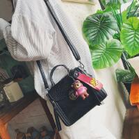 代代花枳纯色女包包2017秋季新款时尚单肩包韩版潮锁扣休闲斜挎包可爱手提包女