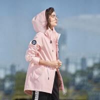 【到手价:399元】Discovery非凡探索2019春夏冲锋衣潮牌女士单层透气时尚休闲宽松款防风服