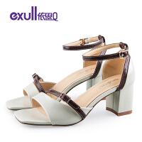 依思q夏季新款时尚双色饰带女鞋潮优雅粗跟高跟凉鞋
