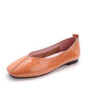 Belle/百丽2018春新品皱漆皮牛皮小V口奶奶鞋女单鞋BUU01AQ8