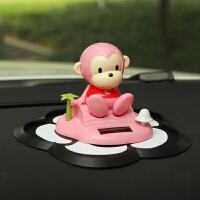 汽车用品女可爱猴子摇头车载摆件 车内饰品太阳能创意公仔娃娃 粉红色