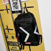 大容量旅行背包男士书包学生韩版街头潮流反光黑色春季新款双肩包