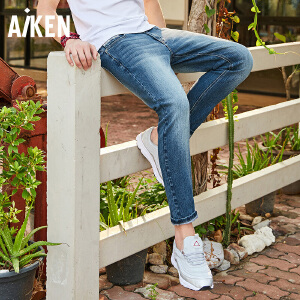 Aiken爱肯2018夏季新款基础蓝色浅色时尚个性小脚复古牛仔长裤