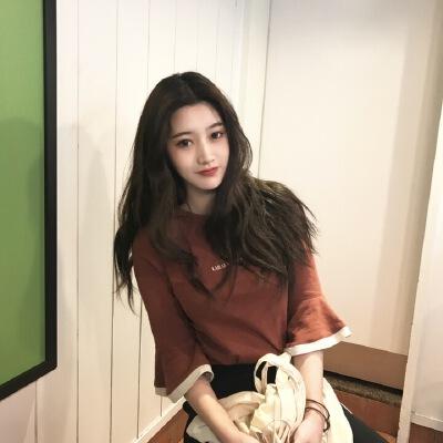 夏季韩版cic刺绣花朵字母宽松复古喇叭袖拼色圆领气质T恤女上衣 发货周期:一般在付款后2-90天左右发货,具体发货时间请以与客服商的时间为准