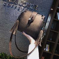 包包女2018新款潮韩版 百搭斜挎水桶包磨砂复古冬季单肩女包小包