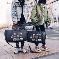 潮流旅行包男短途出差手提包女韩版大容量超大男士简约韩版行李袋 帅气徽章款式