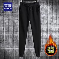 罗蒙男士加绒加厚卫裤2020秋冬新款休闲运动裤黑色印花宽松长裤