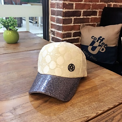 2018年新款2018春秋新款女士棒球帽帽子韩版潮M标蕾丝亮片鸭舌帽夏天遮阳帽 米白色 双M标 发货周期:一般在付款后2-90天左右发货,具体发货时间请以与客服协商的时间为准