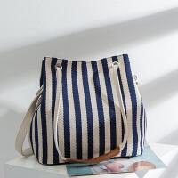 女包帆布水桶包条纹单肩包斜跨多用包文艺时尚包包百搭手提斜挎包