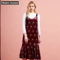 【全场2件2.5折,到手价:74.8】美特斯邦威连衣裙女潮流丝绒吊带裙可爱气质针织裙子秋装新款