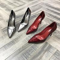 欧洲风格女鞋2018春季新刀割皮纹漆皮V口尖头高跟鞋浅口单鞋婚鞋