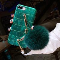 冬天狐狸毛球iPhone xs max手机壳女带手链挂绳苹果8plus鳄鱼纹皮防摔保护套7p欧美大气 绿色 6/6s(