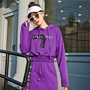 七格格紫色连帽卫衣新款女秋季韩版薄短款字母学生休闲宽松运动长袖