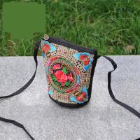 2017春夏新款中国民族风刺绣花小桶包斜挎包手机包迷你小包包女包