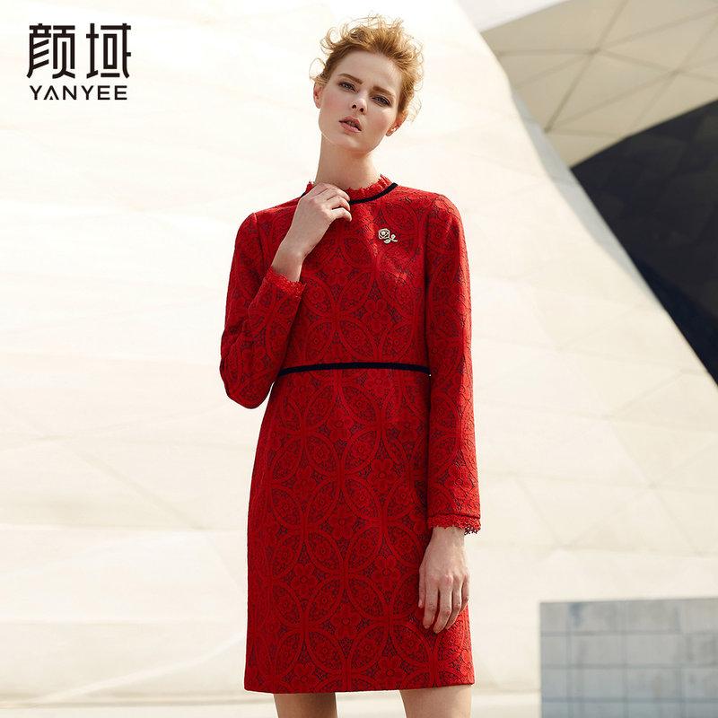 颜域品牌女装2017新款冬季裙子显瘦收腰中长款红色长袖蕾丝连衣裙前中玫瑰五金装饰,精致优雅