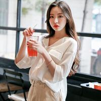 韩都衣舍2019夏装新款女装韩版宽松V领五分袖纯色衬衫GS10038�m